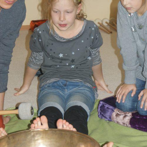 Eine entspannte, klangvolle Reise durch den Jahrekreis in der Entspannungspädagogik