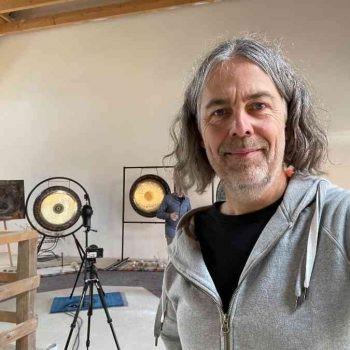 Andy Eicher Mit Gongs Und Aufnahmetechnik