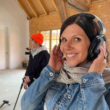 Bettina Eicher Mit Kopfhörern
